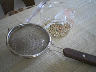 焙煎網と生豆