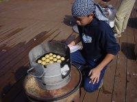 鮫川の「たこやき職人」はじめさんの息子