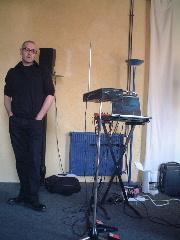 Laurent DAILLAUテルミン奏者