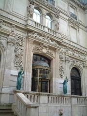 在仏日本大使館