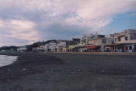 海岸沿いのバル