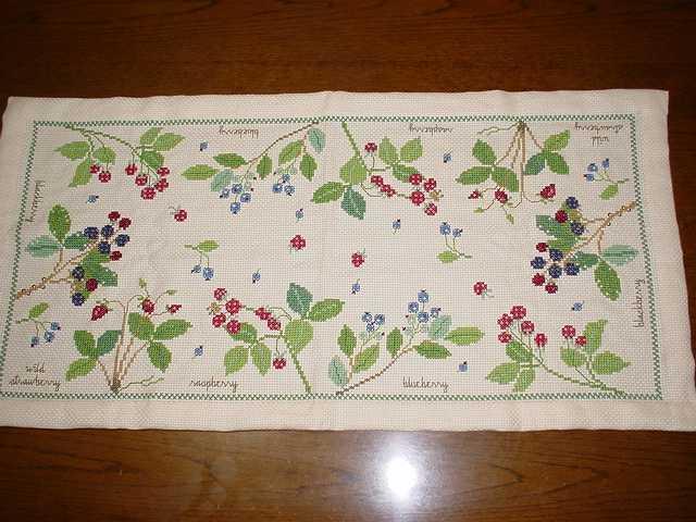 イチゴのクロスステッチ刺繍