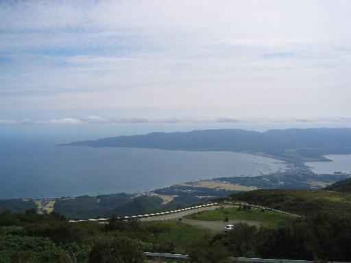 両津湾と小佐渡山脈