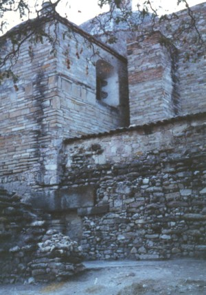 ミトラ教会02