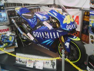 2004ロッシマシン YZR-M1