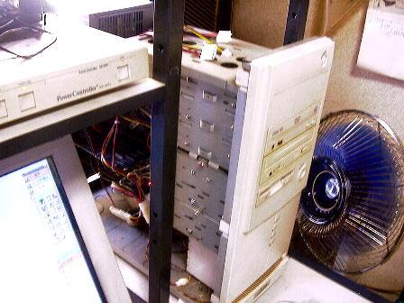 裸のパソコン