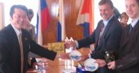 ロシアV庁舎にてYEG製品の贈呈