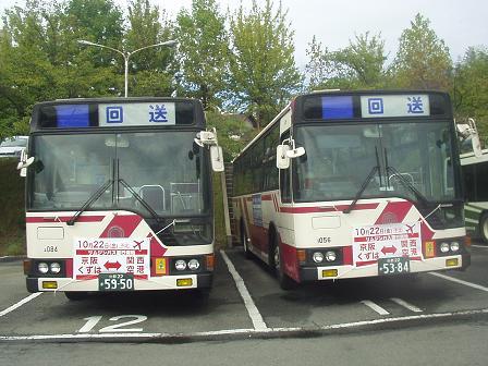 車庫のバス