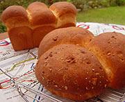 米粉くるみパン・クリームチーズパン