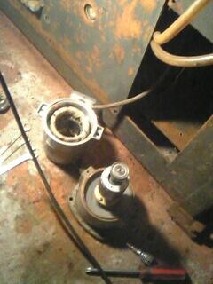 切削油ポンプ