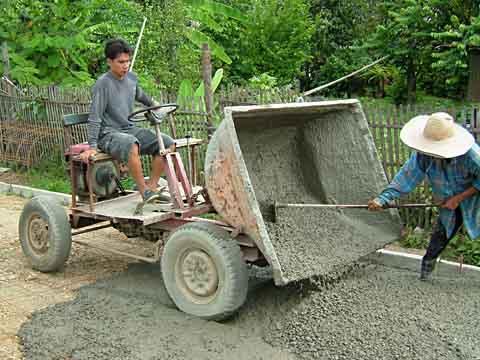 小型農業用エンジンを搭載した手作り運搬車