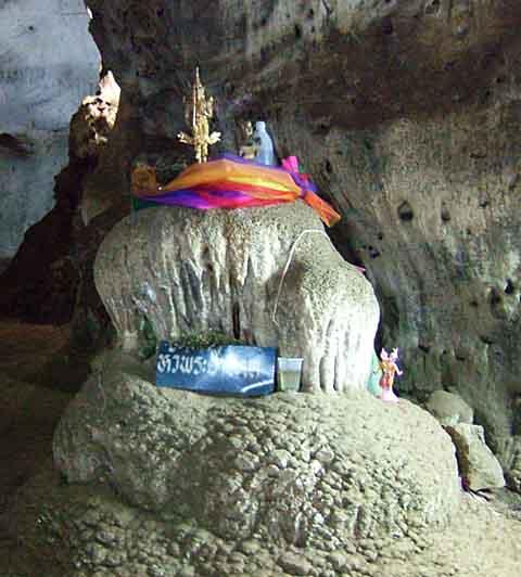 鍾乳洞内のオブジェ(1)
