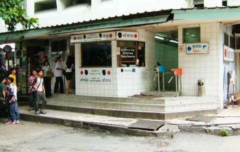 エカマイバスターミナルの有料トイレ