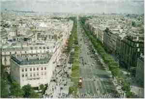 パリ・凱旋門の展望台から