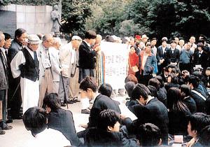 高校生に土下座をさせる朝鮮人。