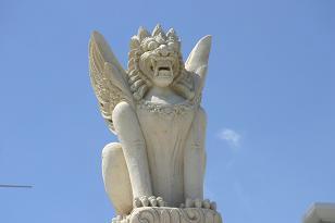 神々の島バリの石像