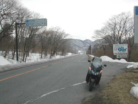 秋名頂上からの直線道路