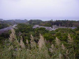 今帰仁城跡の頂上からの眺め。