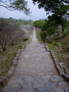 今帰仁城跡、上ってきた石段。長いよ~。
