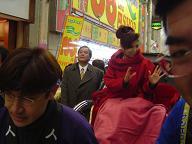 八代亜紀さん飯塚商店街お練り2