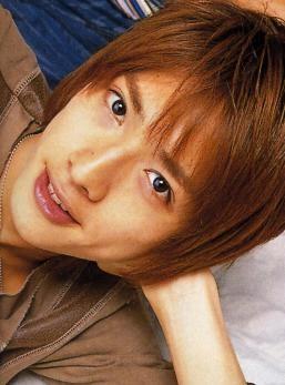 微笑みながらこちらを見つめる元関ジャニ∞の内博貴