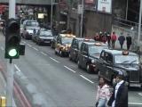 モダンなタクシーは乗用車でのりたい。