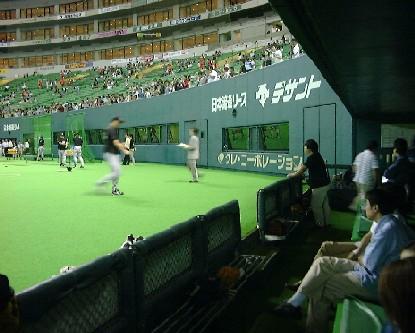 福岡ドーム・3塁側ベンチより。 これもどうやって入ったかは秘密