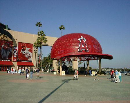 アナハイム名物・入り口の巨大な帽子